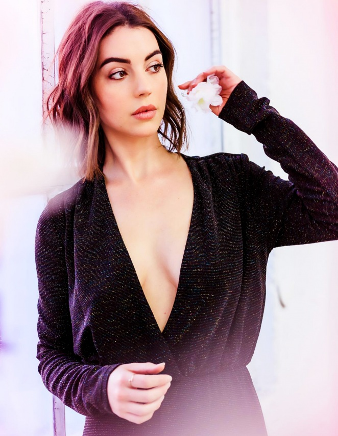 Adelaide Kane Topless Pictures