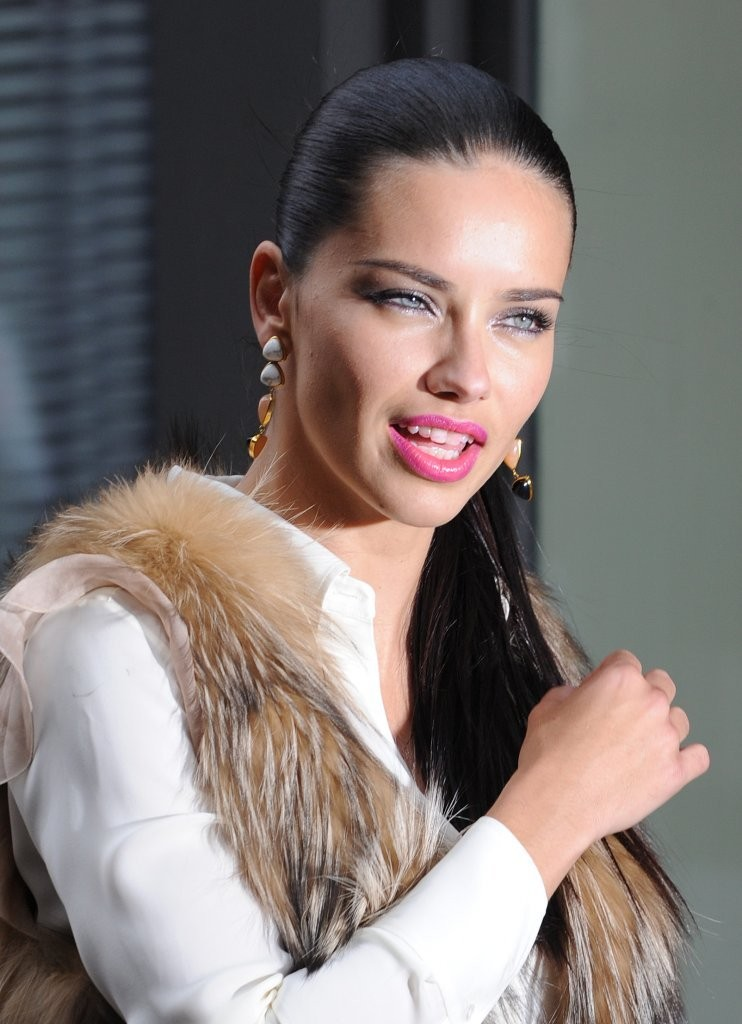 Adriana Lima Oops Moment Images