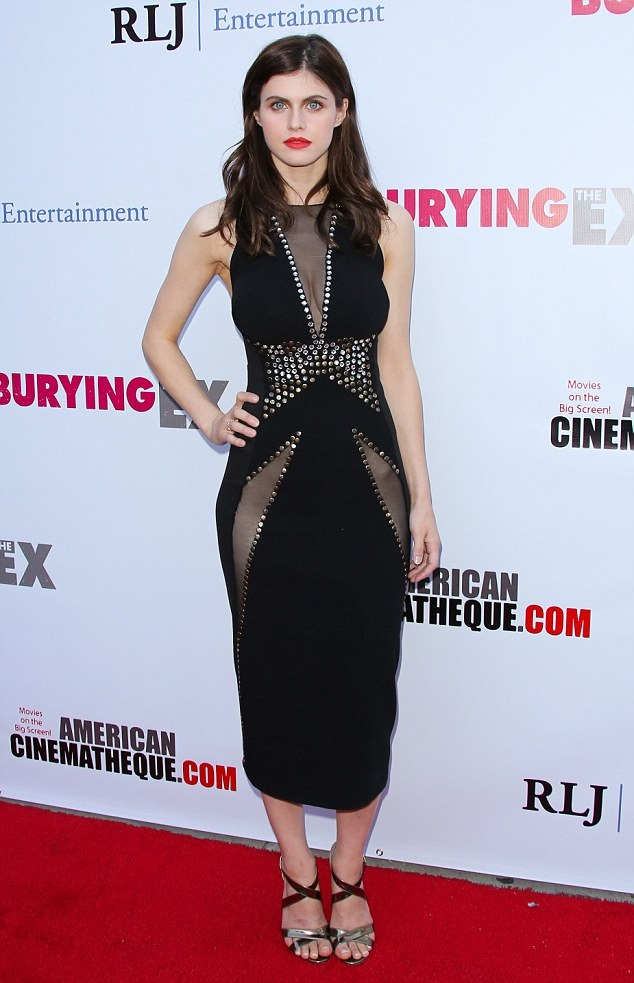 Alexandra Daddario Oops Moment Images