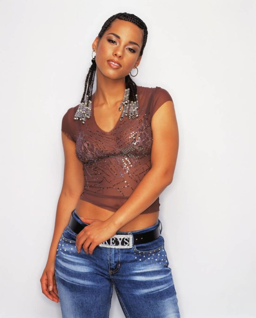 Alicia Keys Cleavage Wallpapers