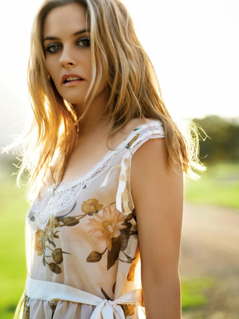 Alicia Silverstone Sexy Photoshoot