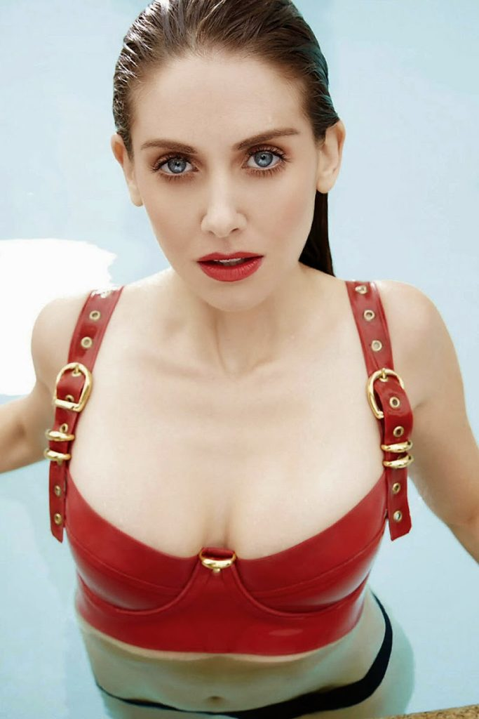 Alison Brie Oops Moment Photos