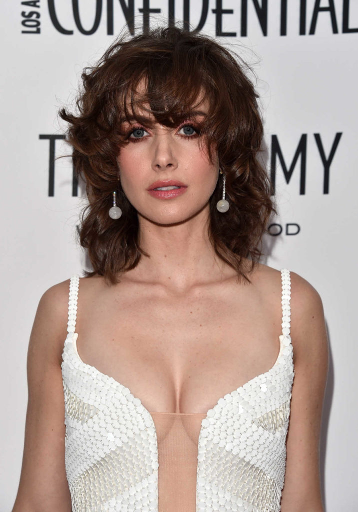 Alison Brie Sexy Pose Images