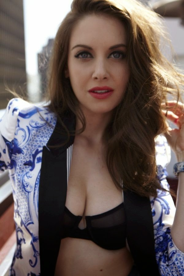Alison Brie Workout Pictures