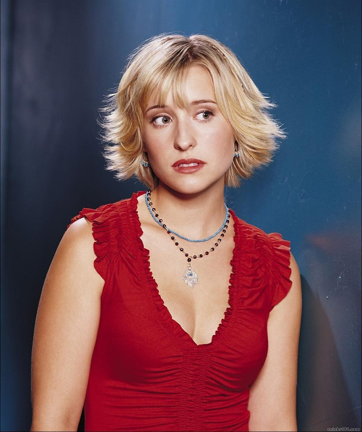 Allison Mack Boobs Pictures