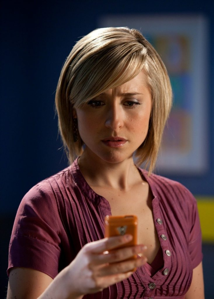 Allison Mack Cleavage Images