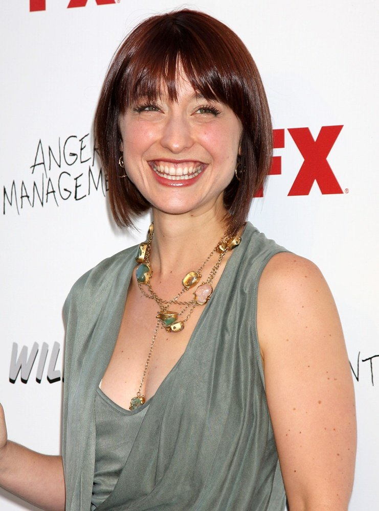 Allison Mack Smileing Photos