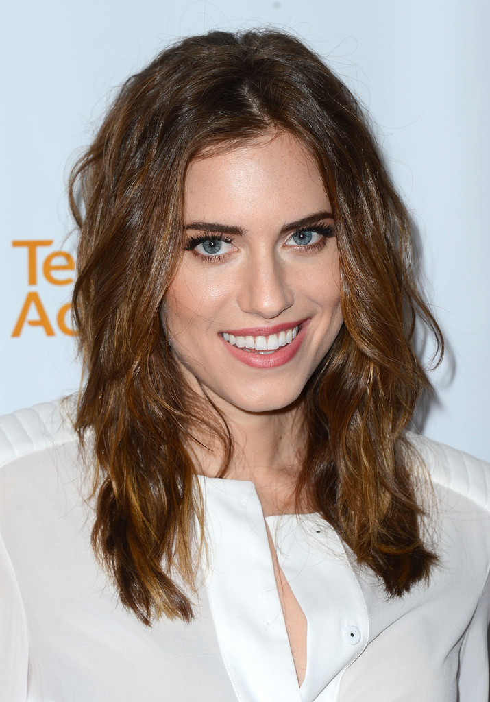 Allison Williams Hair Style Pictures
