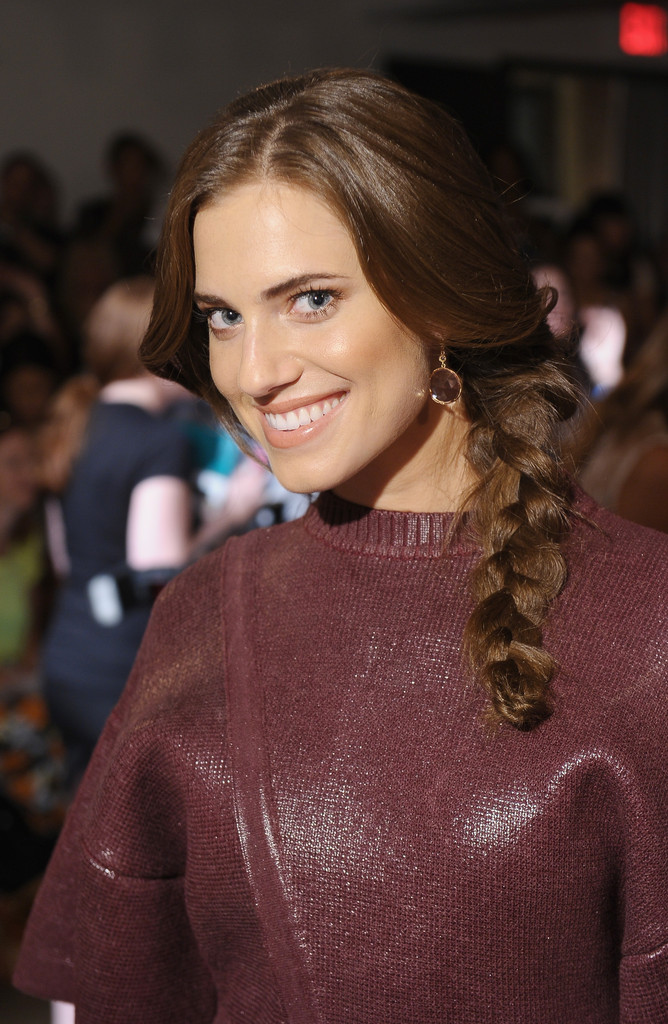 Allison Williams Working Out Images