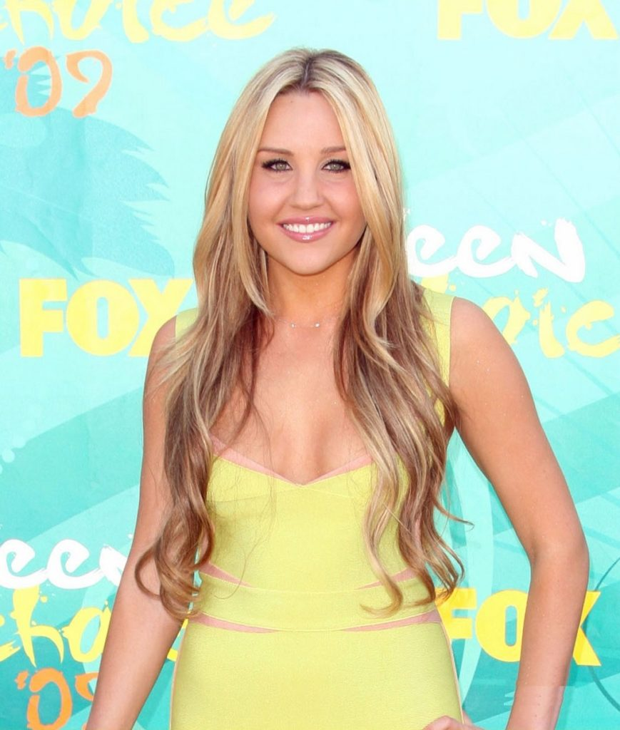 Amanda Bynes Bra Wallpapers