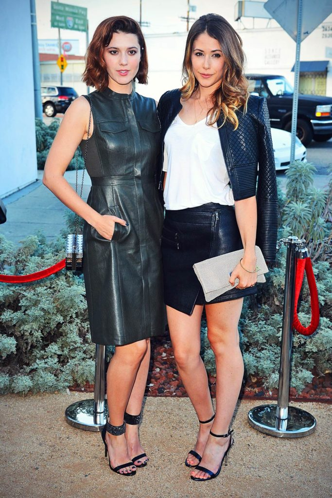 Amanda Crew Smileing Pictures With Friend