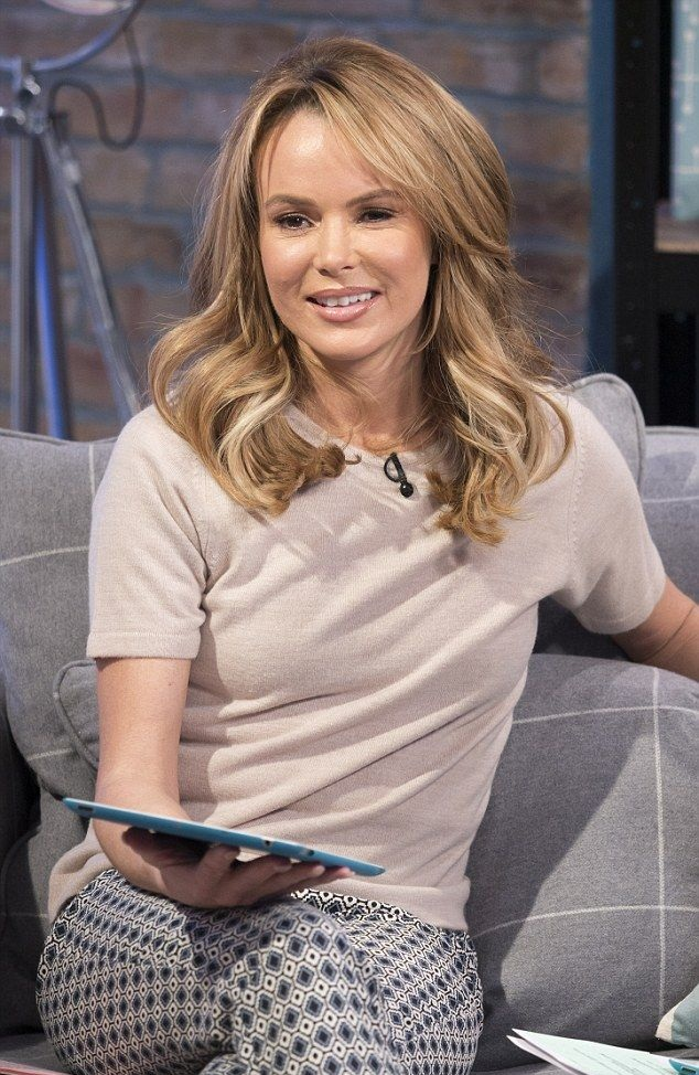 Amanda Holden Smileing Pictures
