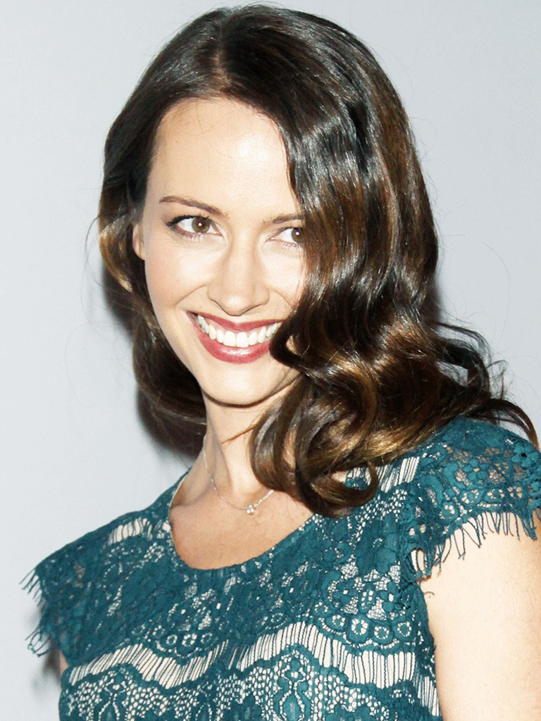 Amy Acker Braless Wallpapers