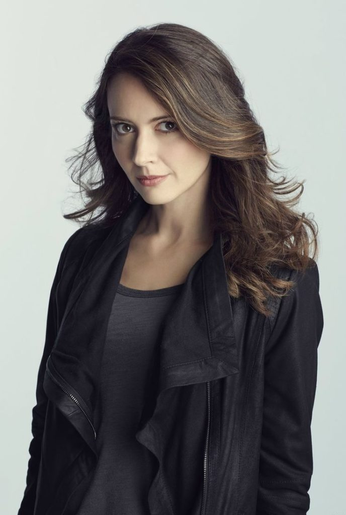 Amy Acker Cleavage Images
