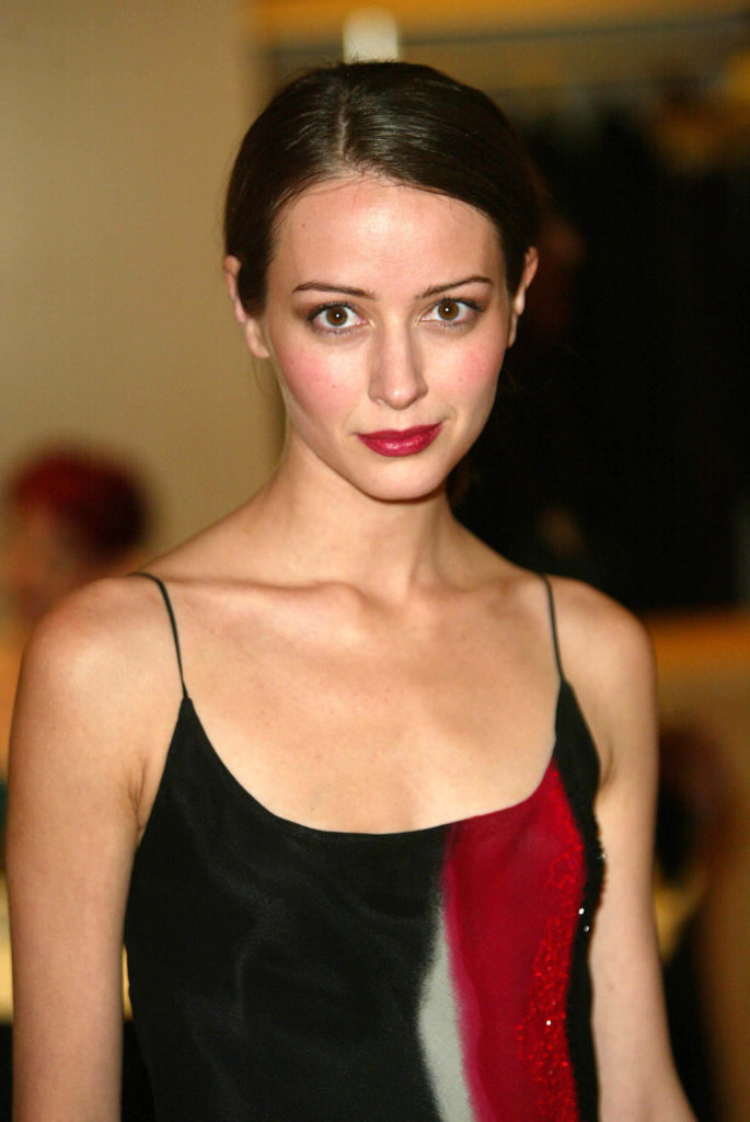 Amy Acker Smileing Pictures