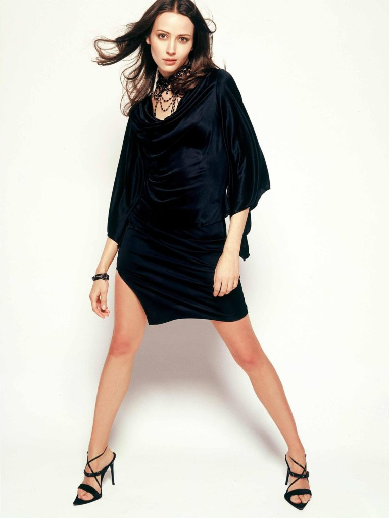 Amy Acker Thighs Pictures