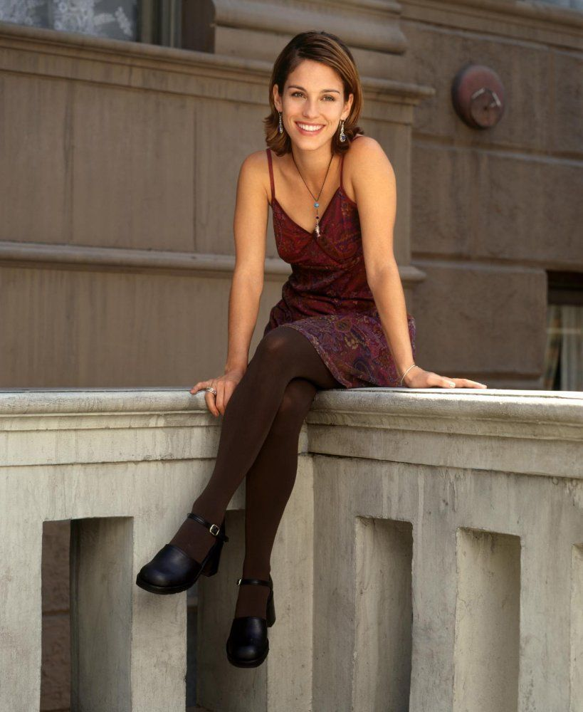 Amy Jo Johnson HD Pictures