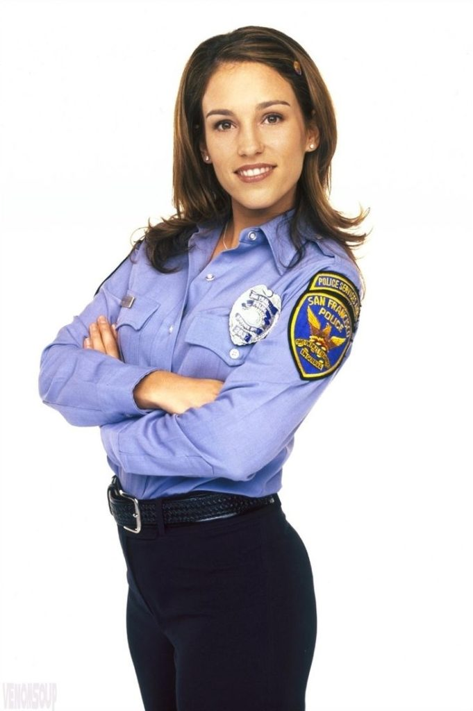 Amy Jo Johnson Images Gallery