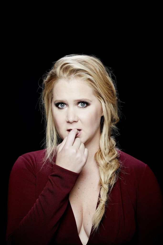 Amy Schumer Sexy Pose Images