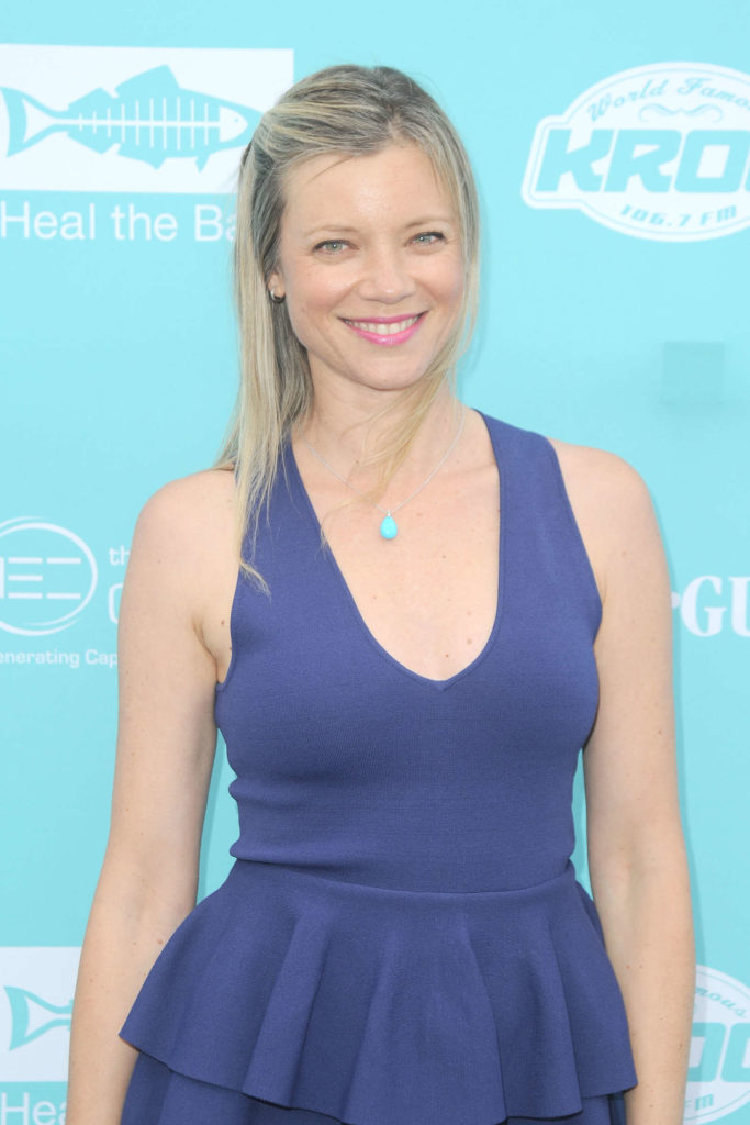 Amy Smart Topless Photos