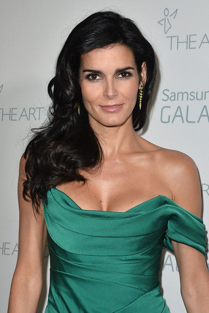 Angie Harmon Topless Pictures