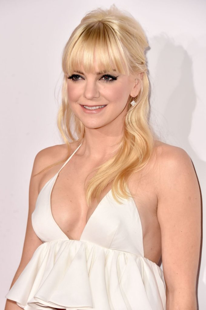 Anna Faris Body Wallpapers