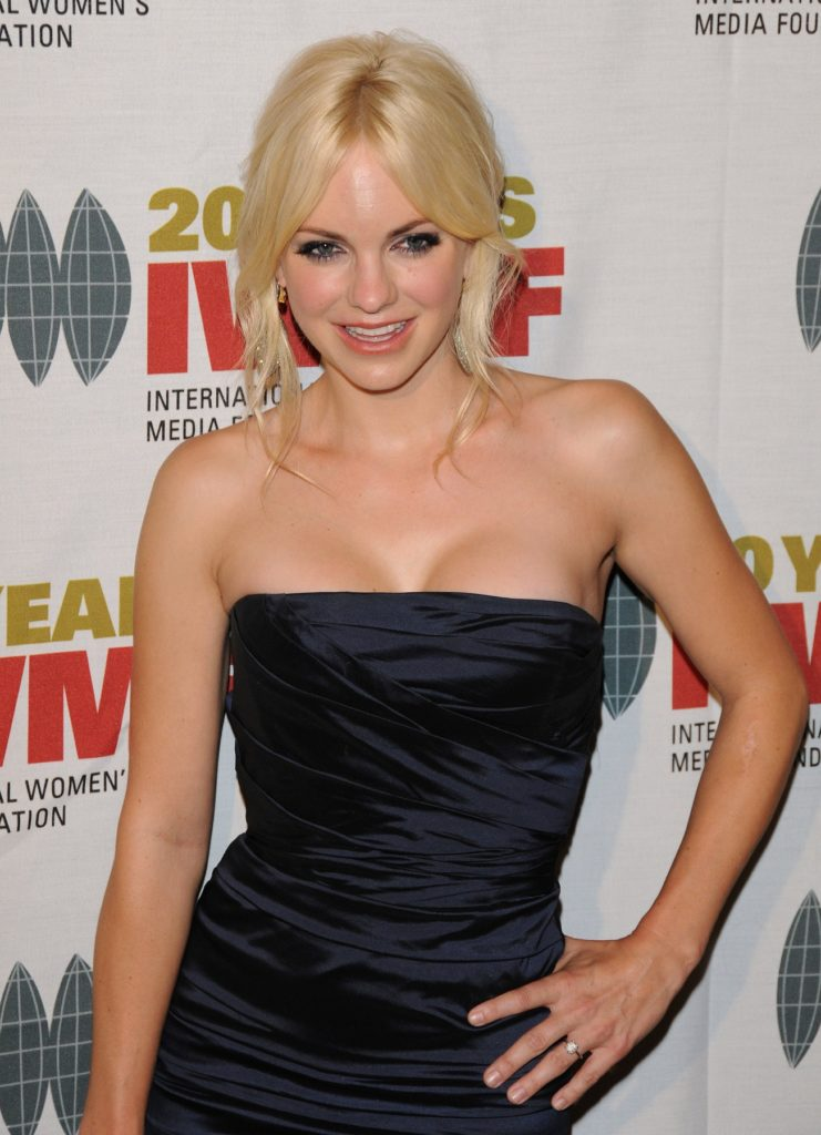 Anna Faris Sexy Pictures