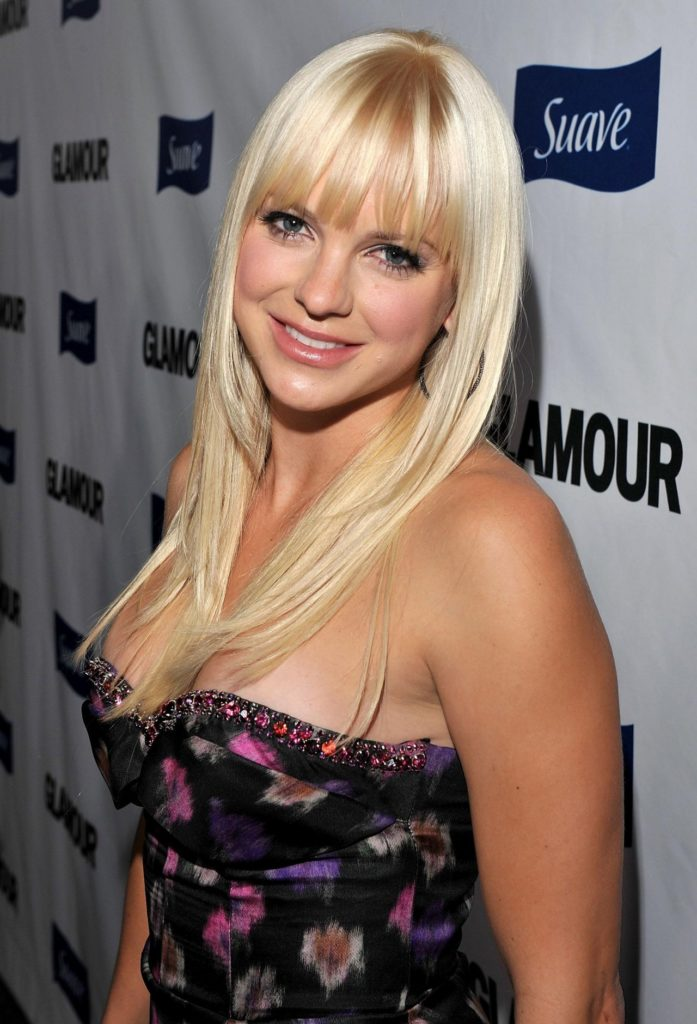 Anna Faris Topless Images