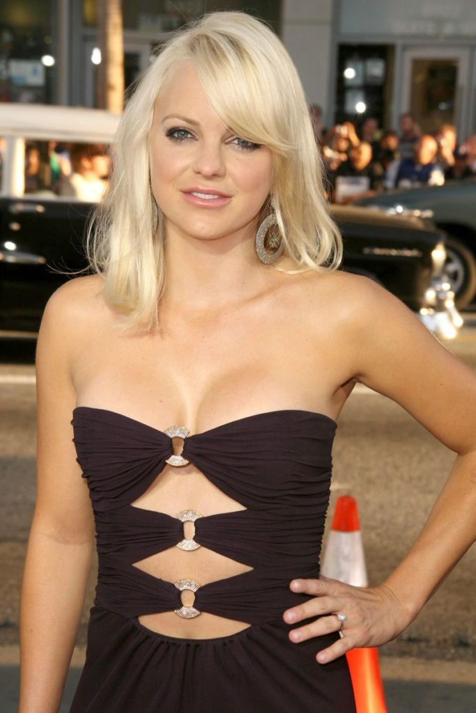 Anna Faris Topless Photos