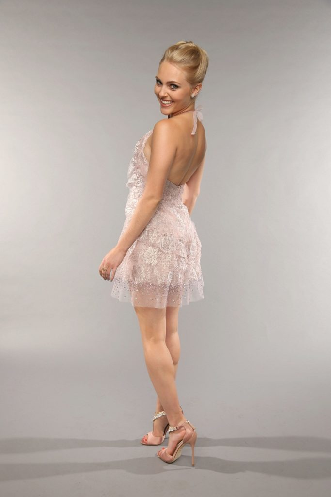 AnnaSophia Robb Backless Pictures