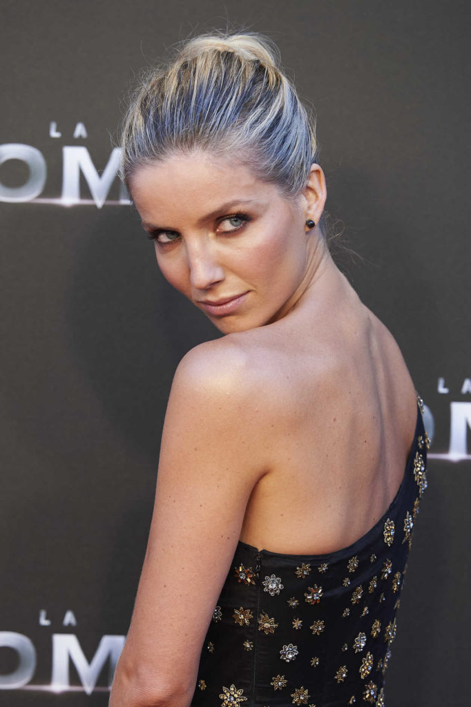 Annabelle Wallis Backless Clothes Pics