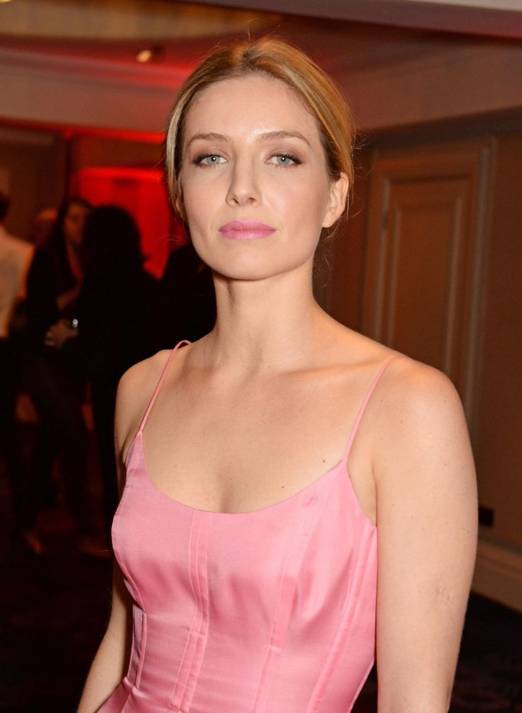 Annabelle Wallis Leaked Images