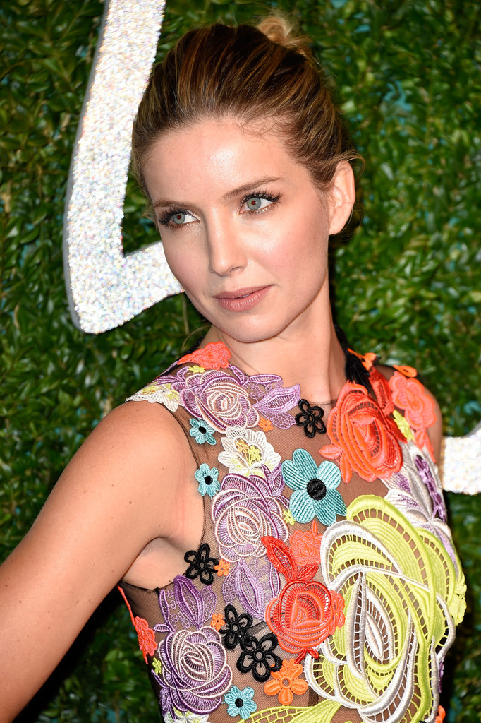 Annabelle Wallis Muscles Images