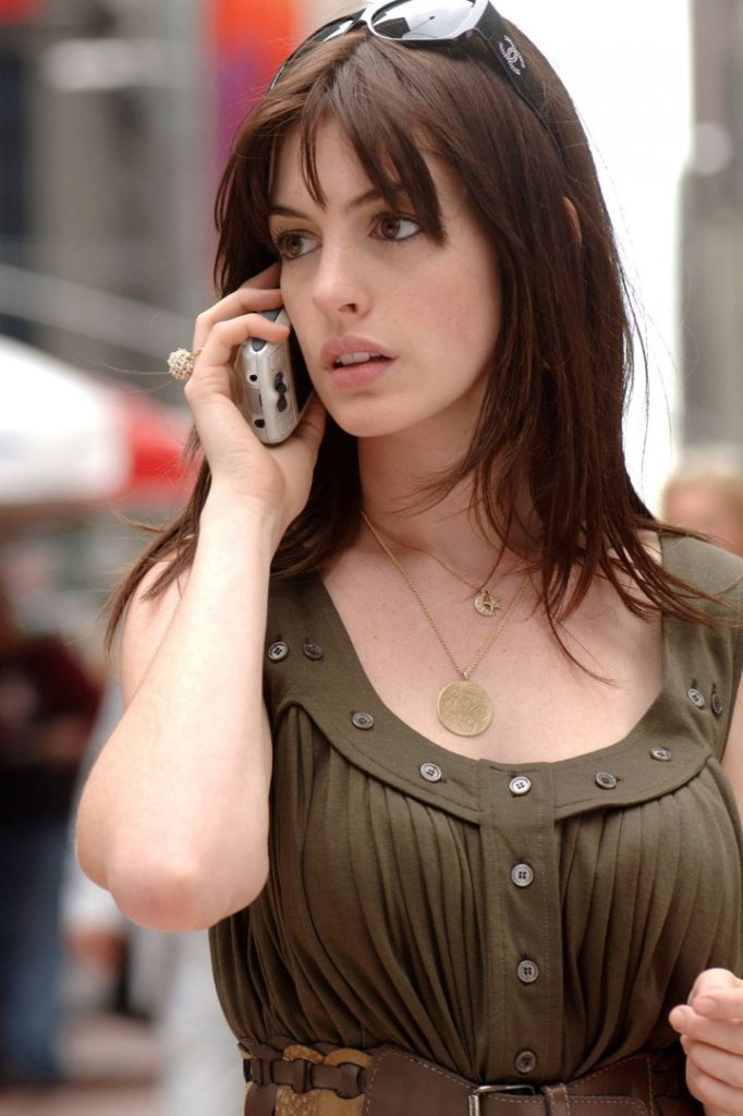 Anne Hathaway Cleavage Photos