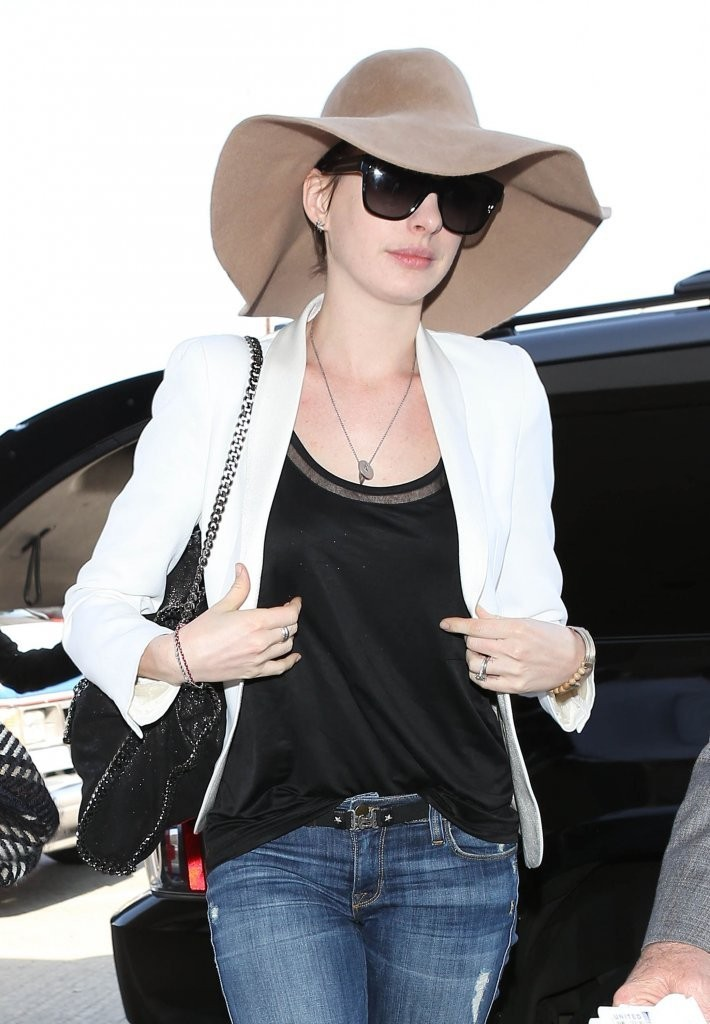 Anne Hathaway Jeans Pictures