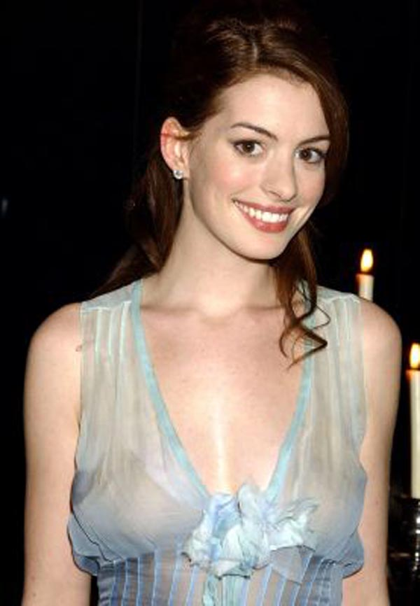 Anne Hathaway Sexy Pictures
