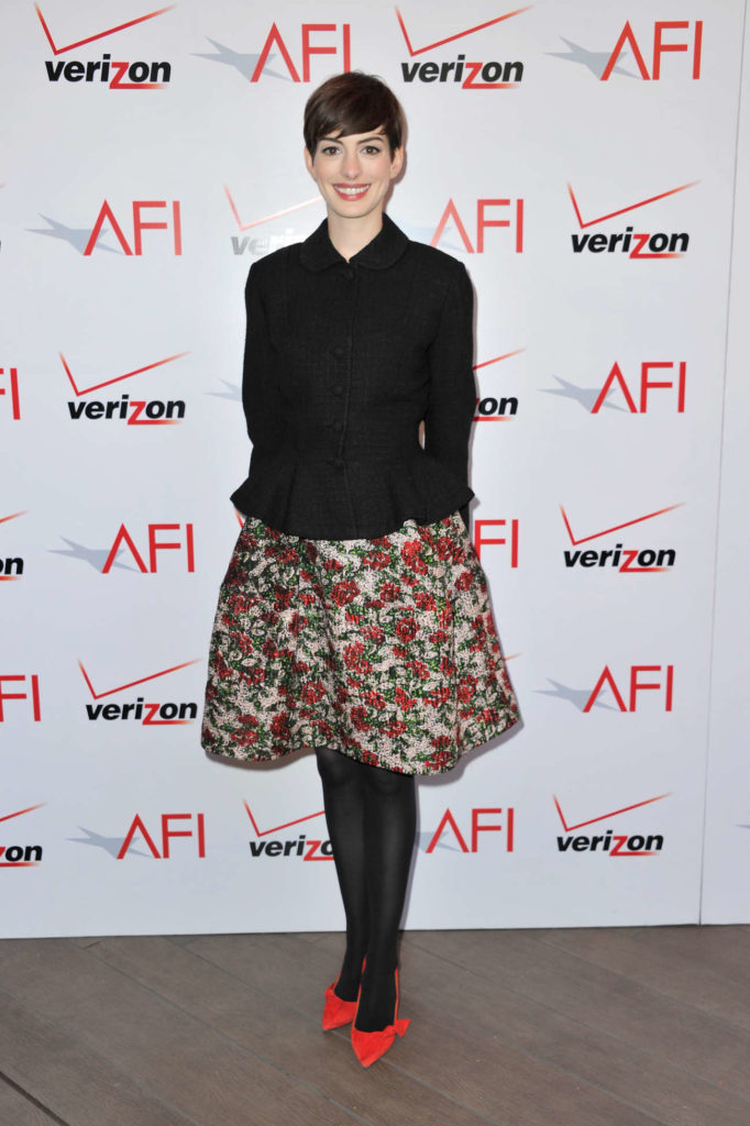 Anne Hathaway Young Pics