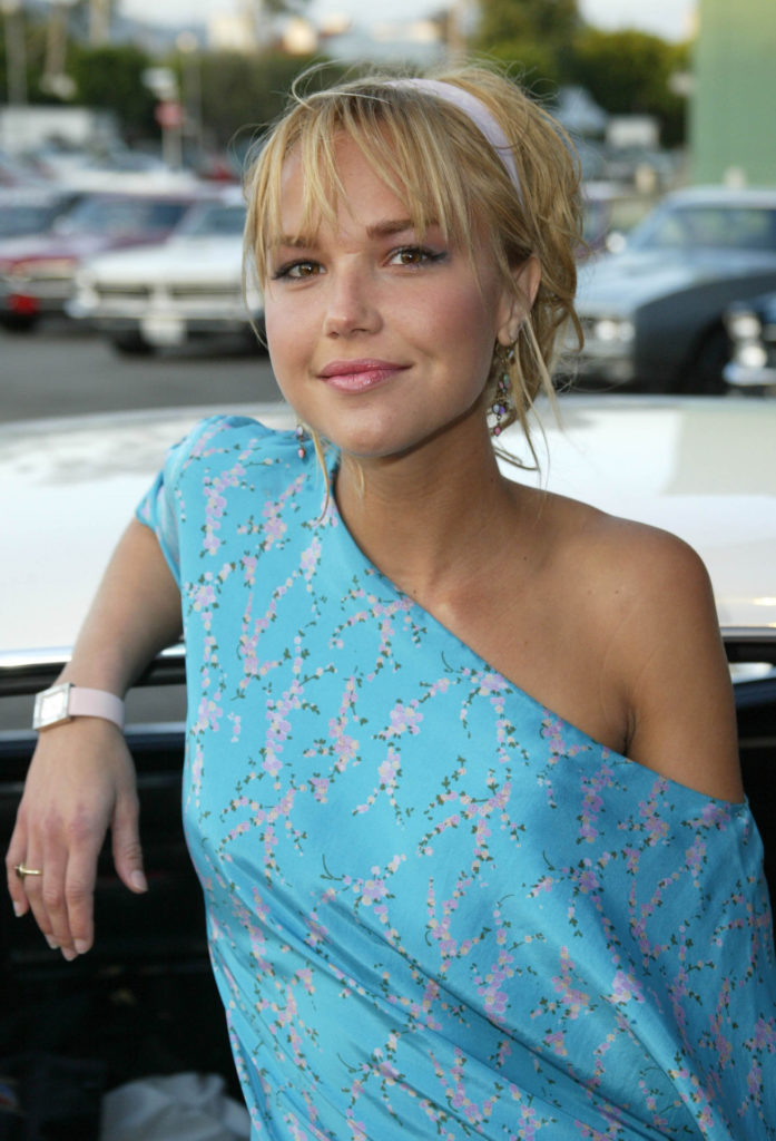 Arielle Kebbel Cleavage Pictures