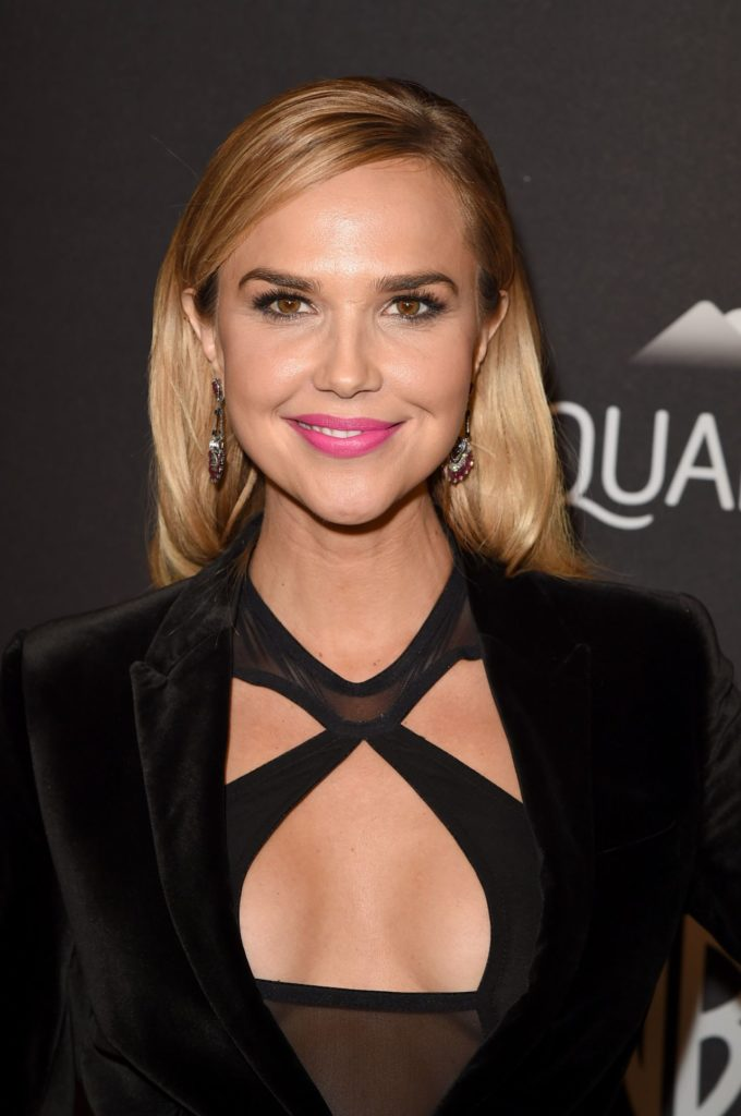 Arielle Kebbel Sexy Pose Images