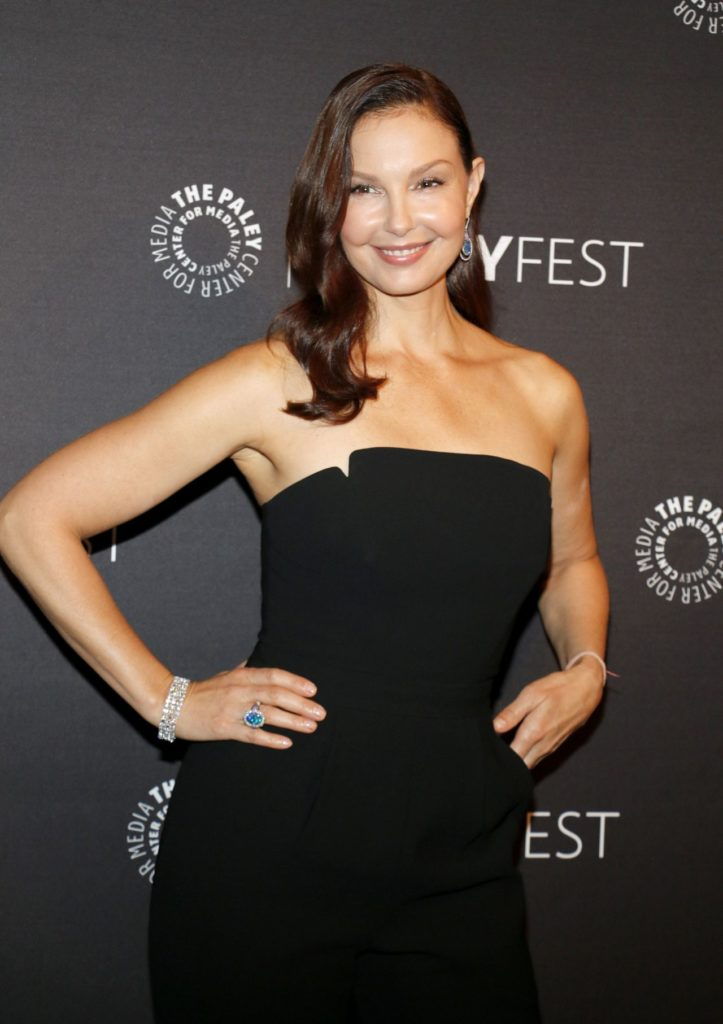 Ashley Judd Smileing Wallpapers