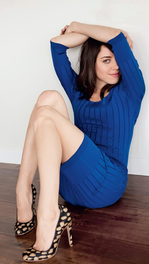 Aubrey Plaza Sexy Legs Photos