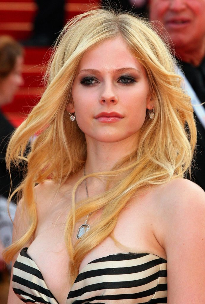 Avril Lavigne Boobs Wallpapers