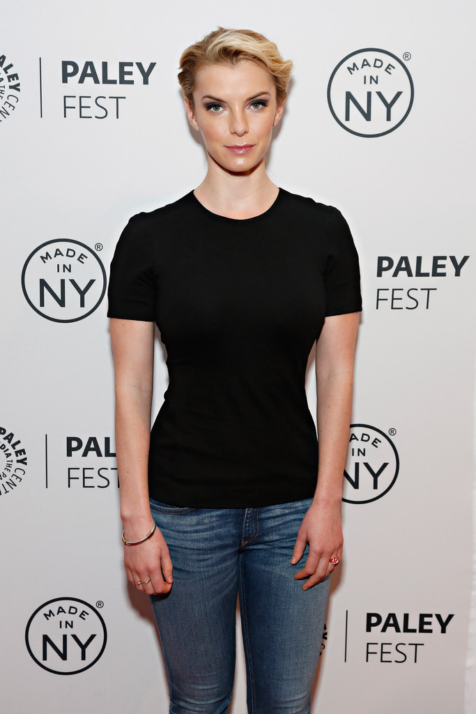Betty Gilpin Jeans Pics