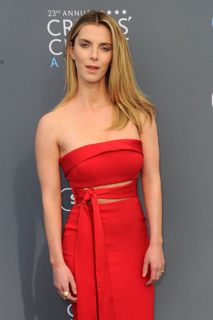 Betty Gilpin Tattoos Pictures