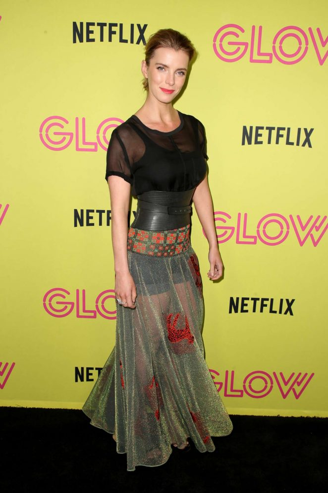 Betty Gilpin Thighs Images