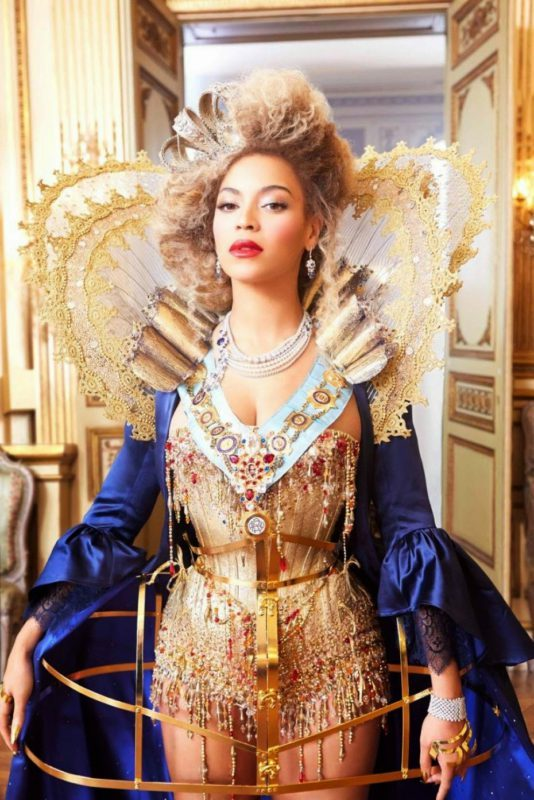 Beyoncé Cleavage Photos