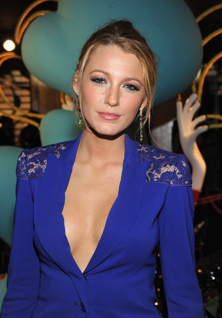 Blake Lively Bra Pictures