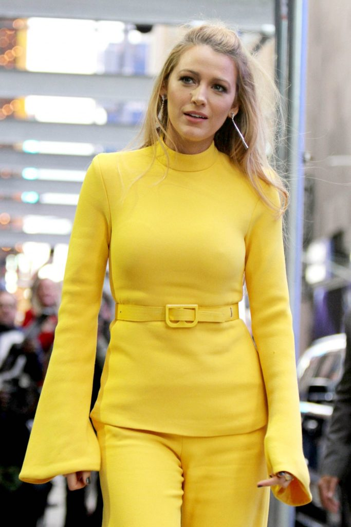 Blake Lively Cleavage Wallpapers