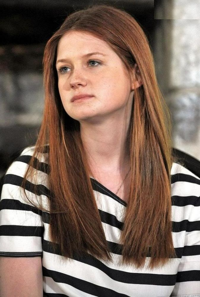 Bonnie Wright Leggings Wallpapers
