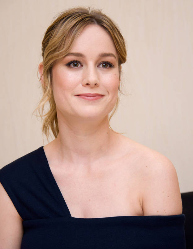 Brie Larson Shorts Wallpapers